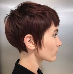 Pixie haircuts with bangs - 50 terrific tapers in 2019 účesy Pixie Cut With Bangs, Short Bangs, Short Pixie Haircuts, Pixie Hairstyles, Short Hairstyles For Women, Dark Pixie Cut, Hairstyle Short, Shaggy Pixie Cuts, Short Wavy Pixie
