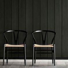 diseño autentico, por ser de la mejor calidad y con una historia de mas de 60 años, la calidad y arte que representa la silla Espoleta la a llevado a ser la tendencia no. 1 en Europa, vista en los mejores restaurantes del continente Europeo, el porte, elegancia, sencillez y belleza de esta silla no deja de sorprendernos