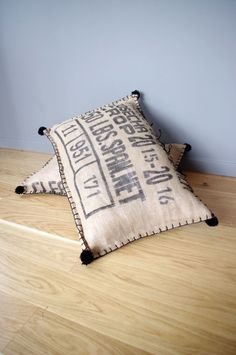 Etsy - Buy handmade, vintage, personalized and unique gifts for everyone - Floor cushion in textured jute coffee bag: Textiles and rugs by abracadabroc Burlap Coffee Bags, Coffee Sacks, Burlap Sacks, Hessian, Scatter Cushions, Floor Cushions, Fun Easy Crafts, Textiles, Burlap Crafts