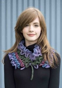http://stitchiceland.com/my-free-patterns-2/alda-a-free-scarf-pattern/