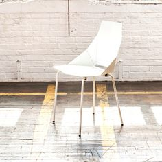 Real Good Chair White by Blu Dot x Fab // so clever, ships flat and folds along laser-cut lines to create a dynamic and comfortable chair #productdesign #furnituredesign