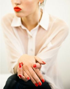 red nails. red lipstick.