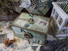 `Ретро открытки` Короб-Продан. Уютный ретро короб,в ед.экземпляре. Украшен натуральным кружевом и пуговицами. Подойдет для хранения памятных Вашему сердцу вещей, писем, заметок, семейных фотографий, рукоделия, ниточек, тесьмы, пуговок и т.д.