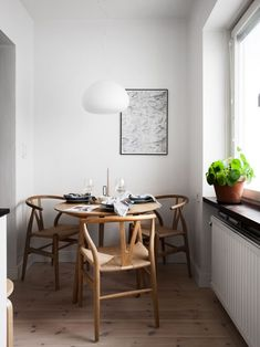 7 Great Swivel Dining Chairs That Soft And Comfortable Kitchen Interior, Room Interior, Kitchen Decor, Dining Nook, Dining Room Design, Decor Interior Design, Interior Decorating, Swivel Dining Chairs, The Way Home