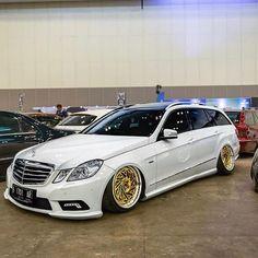 Mercedes Benz E550, Dragon Wagon, Dragons, Vans, Trucks, Instagram, Ideas, Van, Truck
