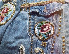Pin for Later: 15 coole Tipps um eure Jeansjacke zu personalisieren Mit Nieten