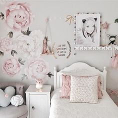 """541 Likes, 28 Comments - Rocky Mountain Wall Decals (@rockymountaindecals) on Instagram: """"A dream room for a little girl by @missariarose complete with our peony wall decals! We love…"""""""