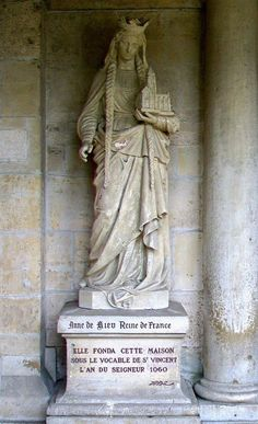 A statue of Anna Yaroslavna in the Saint Vincent Abbey, Senlis, France. She founded the Abbey in 1060. Anna Yaroslavna (circa 1024 - 1086) was a daughter of the Russian Grand Prince Yaroslav the Wise (circa 978 - 1054) and a spouse of the French King Henry I. #medieval #Russian #history