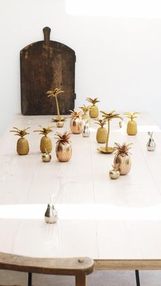 Buy the Gold Apple Trinket Pot at Oliver Bonas. Enjoy free worldwide standard delivery for orders over Pineapple Jewelry, Gold Pineapple, Oliver Bonas, Unusual Jewelry, Brass Jewelry, Jewelry Stand, Gold Texture, Jewellery Storage, Trinket Boxes