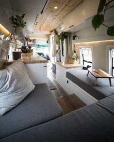 Camper van is an old (usually old, it can obviously be new) van that is being bought by a travel lover and turned into a camper. Camper Van Pictures That Will Inspire You To Create Your Own Tiny Home - House Topics Camper Life, Camper Van, Rv Life, Home Design, Caravan Renovation Diy, Motorhome, Diy Van Conversions, Conversion Van, Minibus