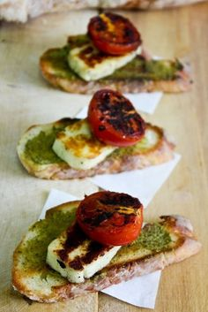 grilled halloumi cheese, pesto & tomato on sour dough with olive oil. yep dinner halloumi Recipe: Halloumi cheese and pesto bites Veggie Recipes, Vegetarian Recipes, Cooking Recipes, Healthy Recipes, Vegetarian Canapes, Hallumi Recipes, Appetizers For Party, Appetizer Recipes, Fingers Food