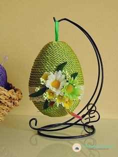 Easter Projects, Easter Crafts, Christmas Candle Decorations, Christmas Ornaments, Easter Crochet, Flower Ball, Egg Art, Egg Decorating, Flower Centerpieces
