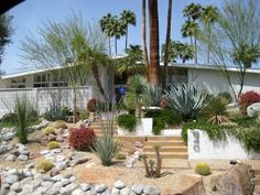 All about mid-century architecture and the most gorgeous Palm Springs landscapes. All about mid-ce Modern Landscape Design, Modern Landscaping, Landscaping Tips, Garden Landscaping, Modern Design, Spring Architecture, Classic Architecture, Drought Resistant Plants, Drought Tolerant