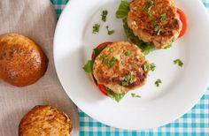 Cibo: I #burger di #tonno in scatola con la ricetta adatta alla cena (link: http://ift.tt/1XwlynN )