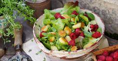 Gemischter Salat mit Himbeeren, Gnocchi und Zitronenvinaigrette