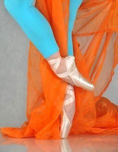 Ballet dancer Orange and blue, I love u! Orange And Turquoise, Blue Orange, Orange Color, Orange Crush, Orange Twist, Aqua Color, Aqua Blue, Yellow, Pointe Shoes