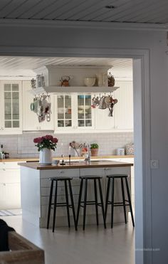 white kitchen via Ekte Interior