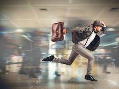 Tourisme fonctionne tard pour le d part du vol Banque d'images
