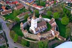 Fortified church of Harman! Places In Europe, Tourist Places, Visit Romania, The Beautiful Country, Bucharest, Eastern Europe, Countries Of The World, Historical Sites, Transylvania Romania