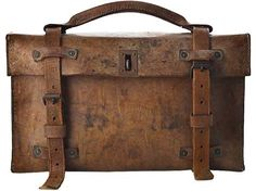 I so love weathered  (& a bit beat up) bags