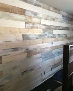 New white washed style pallet wall customize by #munozwoodworks www.facebook.com/Munozwoodworks