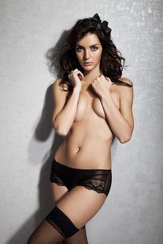 Slip in pizzo molto  Sono proprio sexy, vero?  ⠀ Noi abbiamo una scelta enorme di slip che sicuramente ti piaceranno. ⠀ Visita il nostro sito per trovare slip perfetti per te  #lingeri #lingeria #lingerie #lineriaintima #lingerieintima #sexy #sexyshopitalia #sexyitalia #lingerieintimaitalia #sexytoys #perledonne #soloperledonne #piacere #bellezza #donna #regaloperunadonna #regalo #perdonna #addioalnubilato #nubilato #addioalcelebato #regaloperlasposa #matrimonio