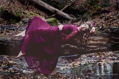 Portrait Photography. Boho. Winter photos. Woods. Woodland photoshoot. Enchanted. Forest Photoshoot. Elegant. Women's Portraits. Flower Crown. Winter makeup. Artistic photoshoot. Poses.