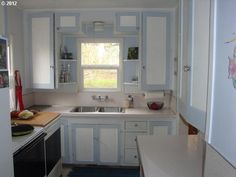 Evolution of Style: How to Paint Your Kitchen Cabinets