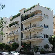 Tel Aviv Ben Gurion - Emil Zola 2011.jpg
