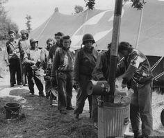 DMP-DD195 US ARMY NURSES  US Army nurses in Normandie, just after the landings, WWII