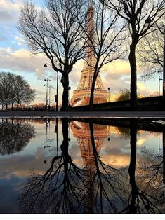 reflecting in paris - travel | la vie parisienne - reflection - france - eiffel tower - sunset - beautiful - europe - wanderlust - eurotrip - park - vacation - trip - discover places - adventure - explore - idea - ideas - inspiration - travel photography