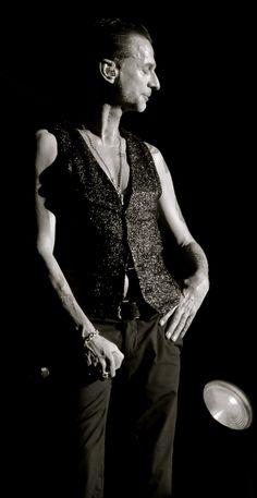 Dave Gahan of depeche Mode photo by Dingerz