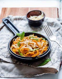 Kurpitsaspagettia, salviavoita ja parmesania – Viimeistä Murua Myöten