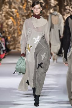 http://www.vogue.com/fashion-shows/fall-2017-ready-to-wear/acne-studios/slideshow/collection