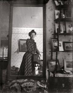 An unidentified Edwardian woman taking a selfie with a Kodak Brownie box camera around 1900