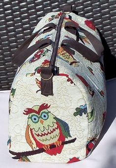 Owl Tote Owl Travel Bag As promised in my article Owl an owl travel bag, I reveal here all the secre Coin Couture, Sac Week End, Gifts For Photographers, Sewing Projects For Beginners, Travel Bag, Tote Bag, Purses, Bags, Louis Vuitton