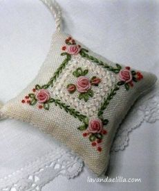 Embroidery Patterns And Stitches; Edmar Brazilian Embroidery Patterns one Embroidery Stitches Machine nor Embroidery Designs By Tm Brazilian Embroidery Stitches, Learn Embroidery, Hand Embroidery Stitches, Silk Ribbon Embroidery, Embroidery For Beginners, Embroidery Techniques, Cross Stitch Embroidery, Embroidery Scissors, Embroidery Needles
