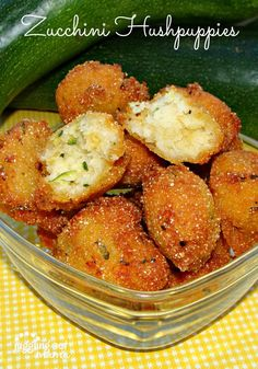 Snacks ~ These Zucchini Hushpuppies from Juggling Act Mama are an easy way to get your family to eat their veggies! Zuchinni Recipes, Vegetable Recipes, Vegetarian Recipes, Cooking Recipes, Healthy Recipes, Poulet Hasselback, Zucchini Zoodles, Hush Puppies Recipe, Appetizer Recipes