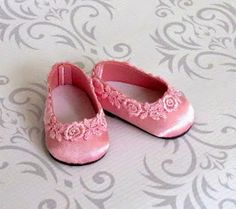 Pretty in Pink - American Girl Doll Shoes Satin Ballet Flats with Venice Lace Trim Ropa American Girl, American Girl Doll Shoes, American Girl Accessories, American Girl Crafts, American Doll Clothes, Ag Doll Clothes, Doll Accessories, Doll Shoe Patterns, Dress Patterns