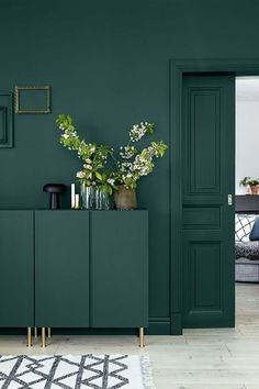 Emerald green furniture paint colors home design x adding drama emerald green paint interior designing - stunning Interior Inspiring ideas. Living Room Green, Green Rooms, Bedroom Green, Living Room Decor, Green Dining Room, Green Painted Walls, Dark Green Walls, Dark Walls, Teal Walls