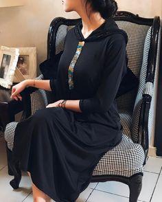 Jliliba en jersey #Traditionelle #creations Jellaba Abaya Fashion, Runway Fashion, Trendy Fashion, Fashion Outfits, Womens Fashion, Traditional Fashion, Traditional Outfits, Caftan Gallery, Oriental Dress