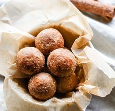 No bake protein bites are a great anytime snack! Cinnamon Vanilla Breakfast Protein Bites are super easy to make. Healthy, great for snacks or breakfast on the go, and kid friendly. Learn how to m… Healthy Protein Snacks, Protein Bar Recipes, Protein Powder Recipes, Protein Bites, Energy Bites, Protein Energy, Snacks Recipes, Flour Recipes, Healthy Breakfasts