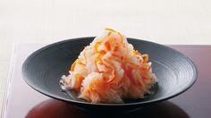 田村 隆 さんの大根,にんじんを使った「紅白なます」。心地よい歯ざわりの秘密は、切り方にあります。まろやかなつけ汁で、さっぱり、シャッキリ。箸休めにぴったりです。 NHK「きょうの料理」で放送された料理レシピや献立が満載。