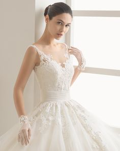 Brudekjolen Beaded guipure lace and tulle wedding gown. Rosa Clará Two 2017 Collection.