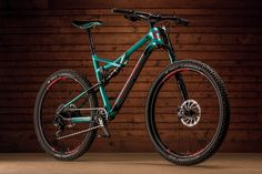 The Cannondale Habit Carbon SE bridges the gap between trail and XC, pairing progressive suspension with responsive geometry.