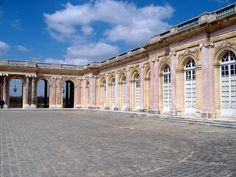 Trianon Versailles, Versailles Garden, Louis Xiv, French Chateau, Old Buildings, Pictures To Paint, Places Ive Been, Louvre, Castle