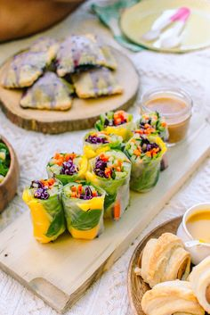 Mango Basil Summer Rolls with Spicy Almond Butter Sauce - Radiant Rachels - wraps Rezept Vegetarian Recipes, Cooking Recipes, Healthy Recipes, Grilling Recipes, Vegan Picnic, Picnic Foods, Good Picnic Food, Healthy Picnic, Picnic Snacks