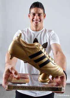 James Rodríguez recogió en la Ciudad Real Madrid la Bota de Oro del Mundial de Brasil