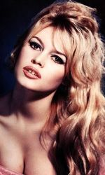 Some of the most beautiful people in history have had the gap. 16 Reasons To Be Proud Of Your Gap Teeth Maquillage Brigitte Bardot, Divas, Crooked Teeth, Crooked Smile, Star Francaise, Gap Teeth, Smile Teeth, Best Teeth Whitening, Most Beautiful People