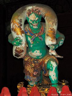 An old Buddhist legend tells the story of two demons who once opposed Buddha.  This one is Raijin, the japanese god of thunder and lightning. #Japón2013